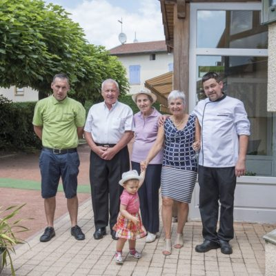 -Hotel-Restaurant-Le chatard_-Sarcey-69-Famille-1