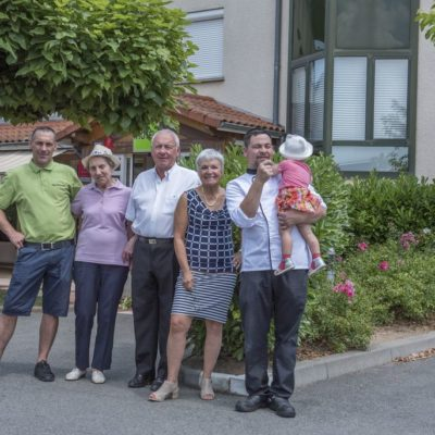 -Hotel-Restaurant-Le chatard_-Sarcey-69-Famille-2